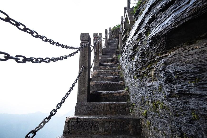 Hành trình chinh phục đỉnh núi không hề dễ dàng